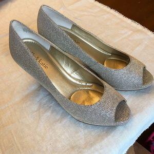 Kelly & Katie Shiny/Sparkle Heels Size 7